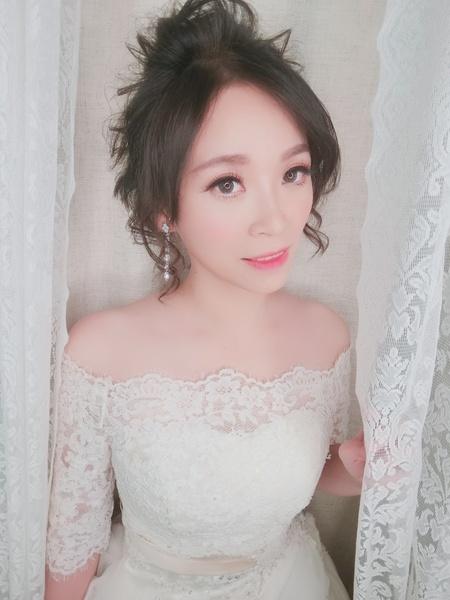 新秘rita|新娘秘書|新娘造型|光澤肌|盤髮|短髮造型|浪漫捲髮|大眼妝