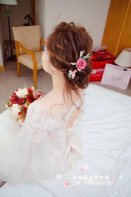 韓星妝容X女神編盤髮 仙氣破表 空靈氣質又慵懶電眼妝 日本永生不凋花精緻頭飾