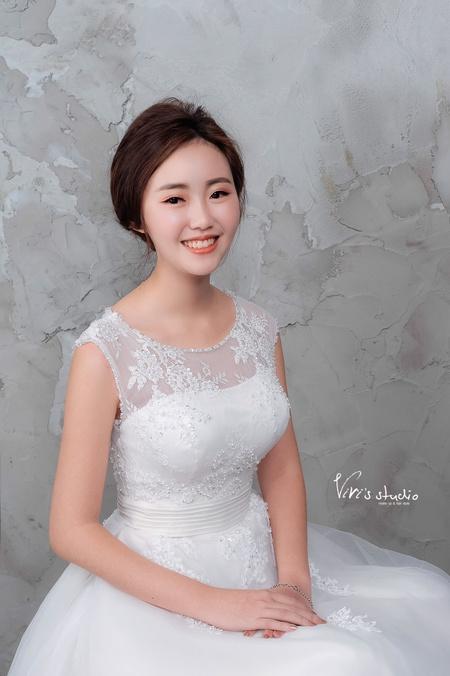 單眼皮美女華麗變身!簡約韓風新娘白紗造型