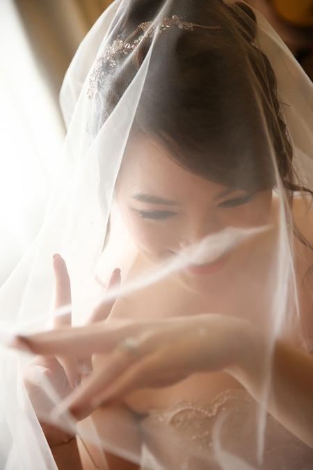 台北婚攝饅頭爸 | 君悅作品-鮮花牆佈置 + 金箔禮服