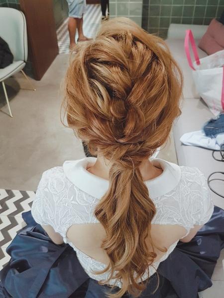 新秘rita|新娘秘書|bride-雅芬|白紗造型|浪漫捲髮|乾燥花不凋花花飾|低馬尾