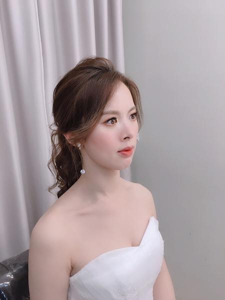 饅頭爸新秘團隊–芯媛❤秀沂白紗婚紗拍照