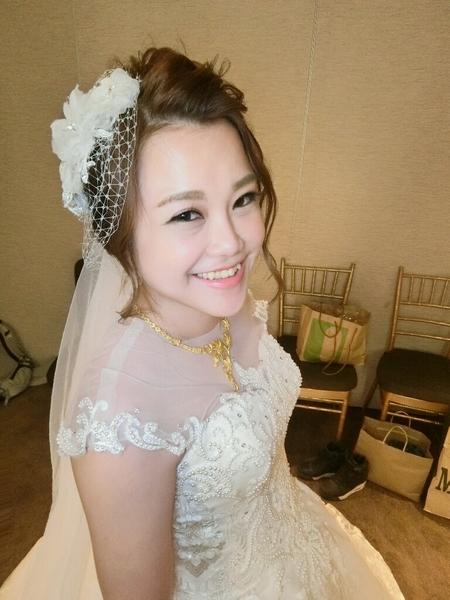 新娘秘書-小透 蕾絲長頭紗 低馬尾 皇冠 浪漫捲髮