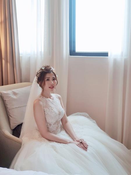 新秘rita 新娘秘書 bride-嘉嘉 新娘造型 光澤肌 浪漫捲髮 高馬尾 長頭紗
