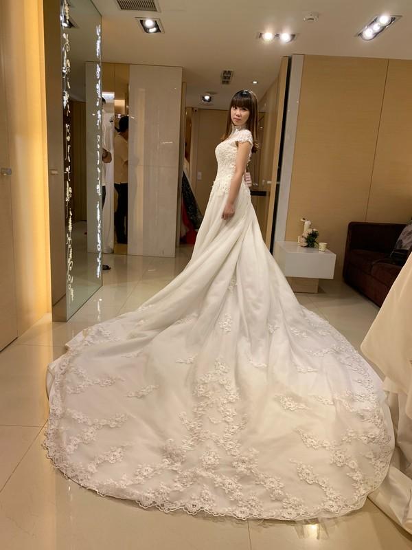 比堤婚紗 推薦新人:一龍&宜潔 試穿禮服 長裙擺白紗