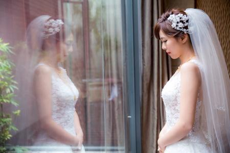 披上嫁衣 心情是嬌羞也是緊張/台中菊園