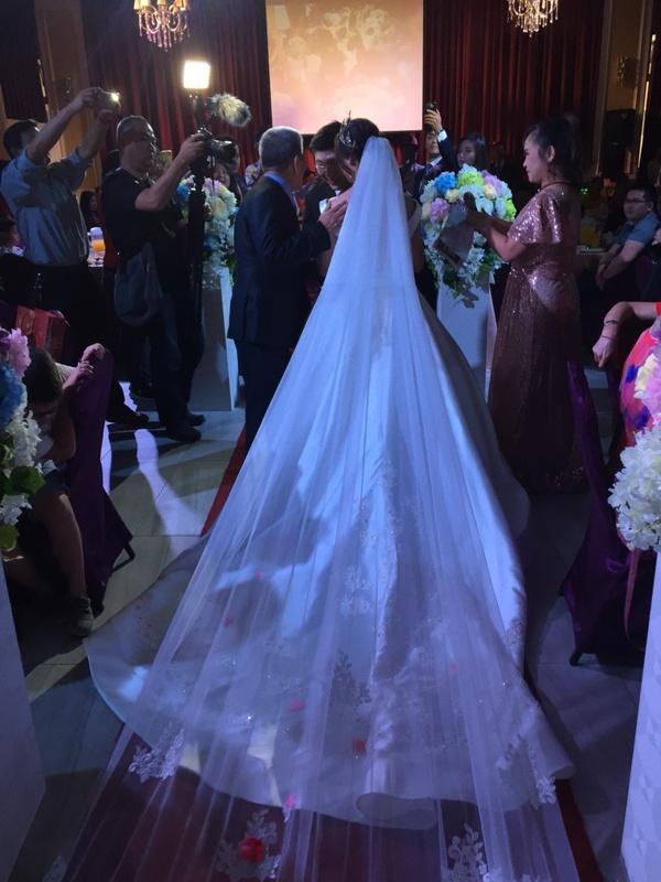 比堤婚紗 推薦新人:宏億&佳靈 結婚當天 交給新郎