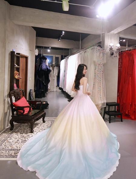 | V娜小花婚紗女神 • 執子花最新禮服試穿 |