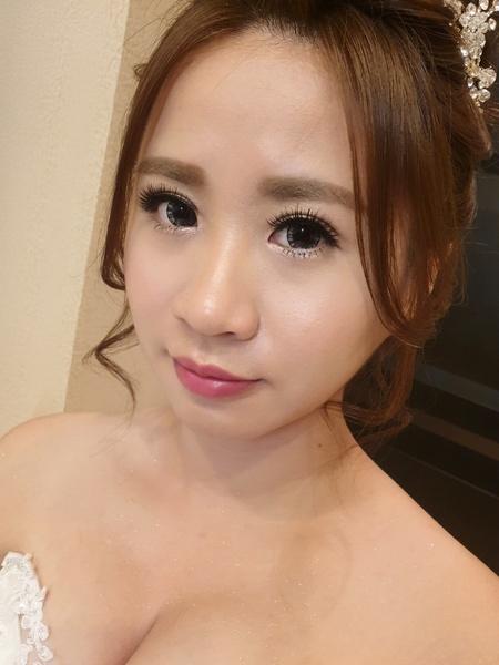 新秘rita|新娘秘書|bride|側邊捲髮|捲髮造型|白紗造型|日系眼妝