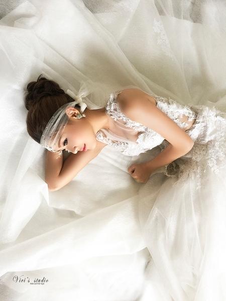 浪漫巴洛克風情 低調奢華的性感婚紗