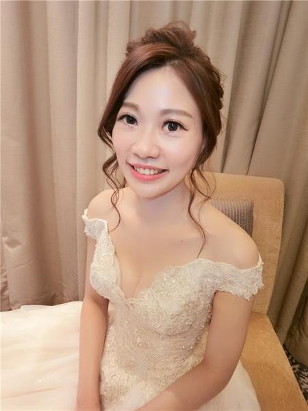 新秘rita 新娘秘書 bride-cc 白紗造型 低馬尾 側邊捲髮 復古 長頭紗