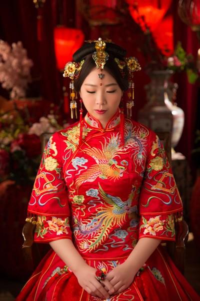 穿上美美的中式婚紗~推薦台中華納婚紗旗艦...