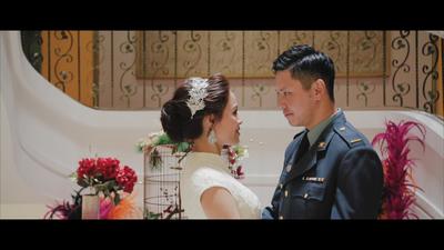 軍人新郎在婚禮上第一次看到穿婚紗的新娘哽...