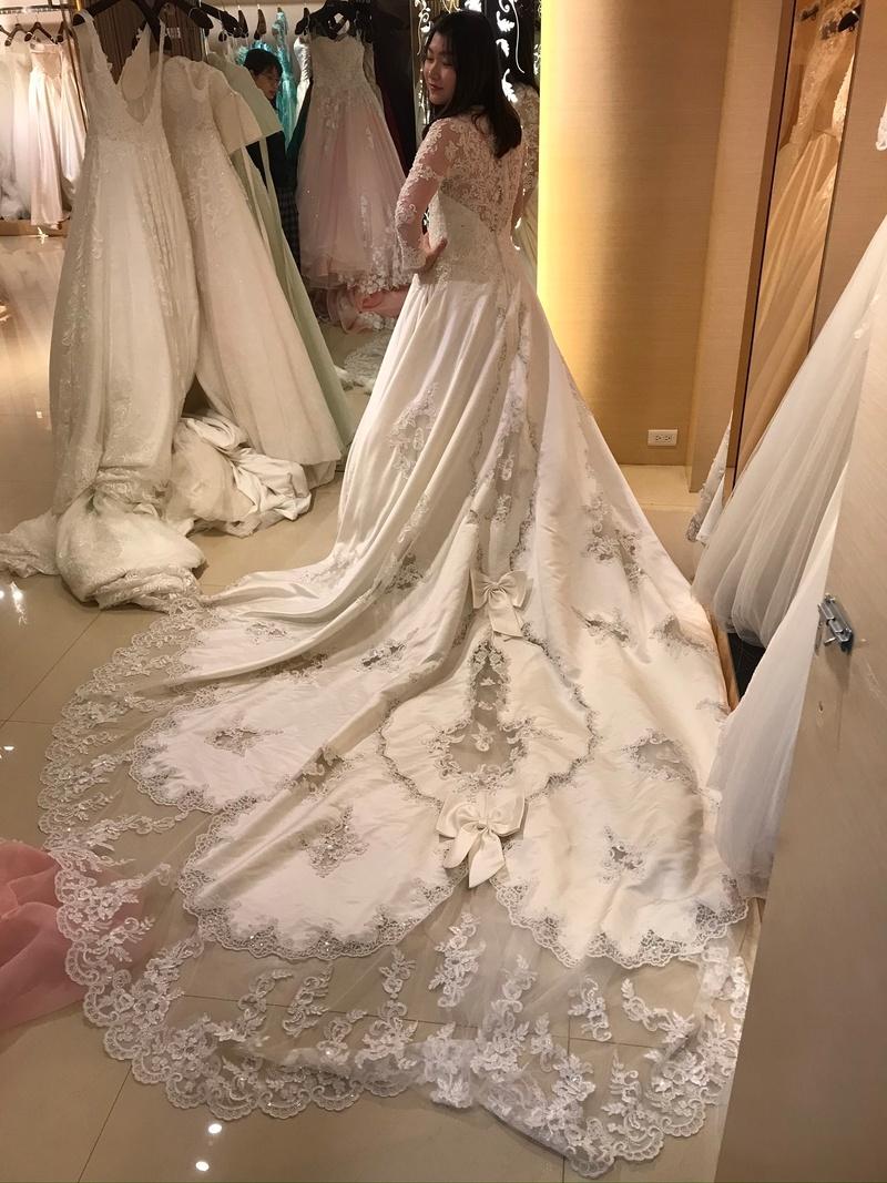 台中婚紗公司 比堤婚紗 推薦新人:Mr. Hung&Mrs. Chen 挑選禮服