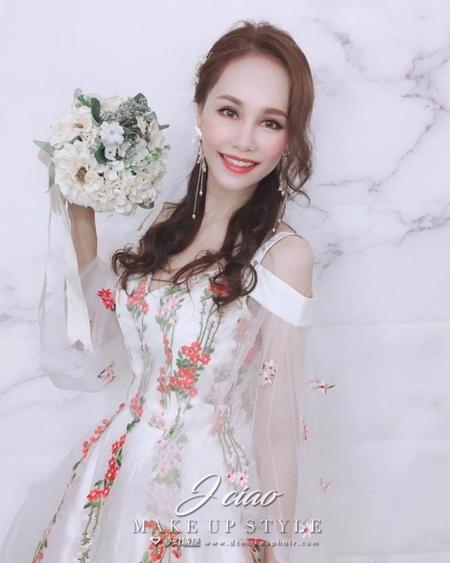 夢幻城堡彩妝造型團隊-新秘婕喬-新娘造型