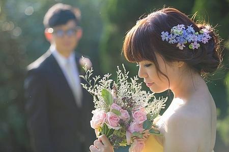 浪漫/鮮花/長捲髮    湘婷(照片由依瑟婚紗提供)