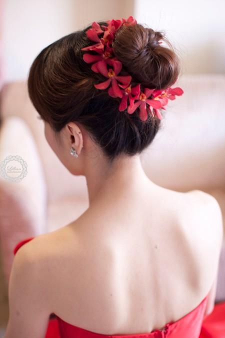 Bride~芸芾  當花苞頭搭配鮮花,完美的送客LOOK