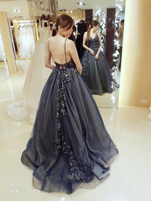 比堤婚紗 推薦新人:正峰&敏玫 禮服挑選 寶藍色晚禮服