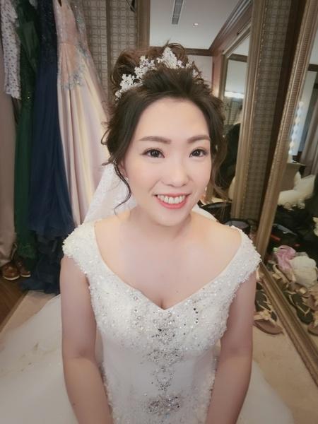 新秘rita 新娘秘書 bride-ting 新娘造型 白紗進場造型 圓眼 丸子頭