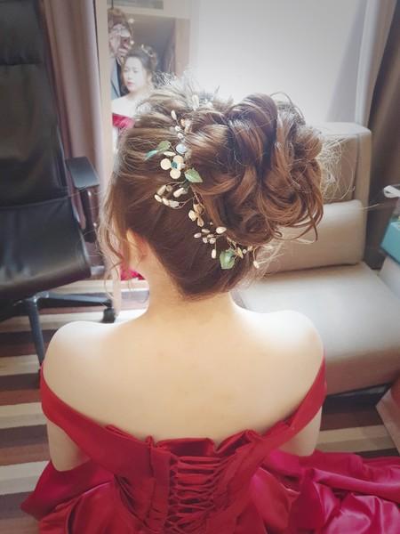新秘rita 新娘秘書 丸子頭 波浪捲髮 側邊造型 單眼皮新娘 編髮