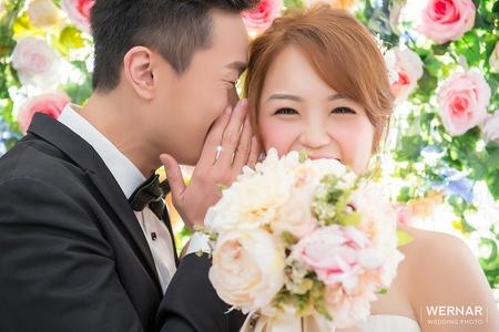 【華納婚紗】比鮮花更引人注目的笑容
