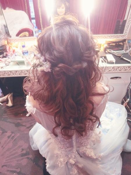 新秘rtia|新娘秘書|bride--娃兒|髮絲感|盤髮|蕾絲長頭紗|球球造型|浪漫捲髮|仙仙