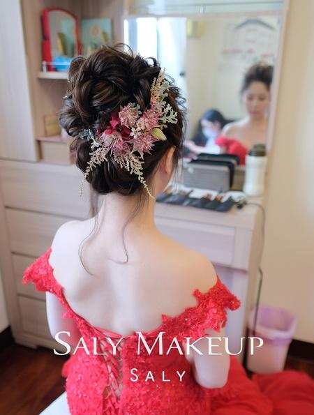 活潑的新娘特愛鮮花(新秘saly)